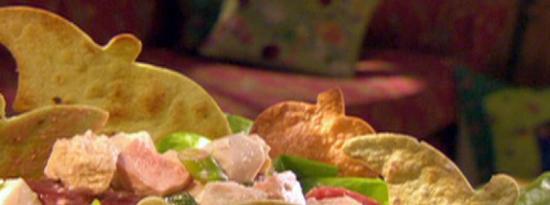 吸血鬼鸡肉甜菜沙拉配大葱山羊奶酪洋葱烤食尸鬼